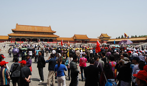 r11 - Tour Groups in the Forbidden City