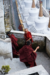 Playing monks in Buddhist monastery (Olivier Th) Tags: voyage trip travel summer vacation people india mountain clouds montagne canon children temple eos photo kid asia child buddhist indian hill colonial reporter culture monk buddhism monastery monsoon british indians asie himalaya t nuages hindu enfant darjeeling indien personne thao colony monastre colline inde reportage druk monastry gompa bouddhisme mousson indiens colonie britannique choeling biku moine indienne  republicofindia moonson journalisme coloniale bouddhiste darjiling sangak indiennes photoreportage bhikkhu flanc bengaleoccidental  bhrat ganarjya sangag bhiku