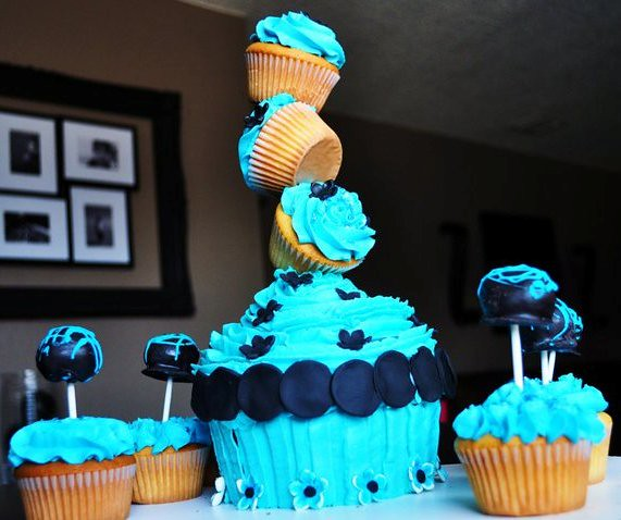 A Precarious But Cool Cupcake Display