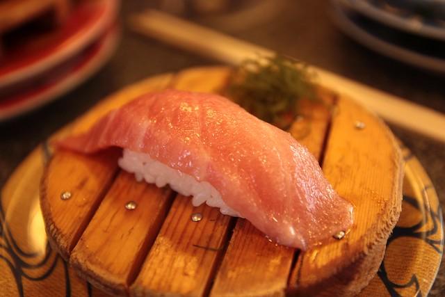 一人ラーメン→分かる 一人回転寿司→ファッ!?