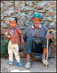 199-Generaciones. (Ambrispuri) Tags: africa old family portrait look familia village child retrato pueblo nieto marocco mirada marruecos viejo nio grandparent abuelo ambrispuri