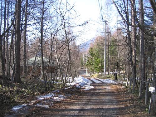 山荘前の道路 2009年4月9日夕方 by Poran111
