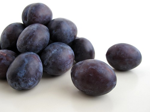 Italin prune plums