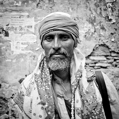 Itinerant mendicant (todoslosantos* Juan Antonio Balsalobre) Tags: travel portrait india retrato muslim islam documentary itinerant rajastan musulman bundi mendicante mendicant ambulante todoslosantos juanantoniobalsalobre itinerantmendicant juanantoniobalsalobrecarbonmadecom