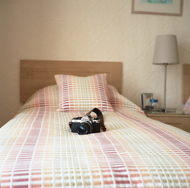 camera uk 120 6x6 film rolleiflex hotel bed room portra penzance momotam