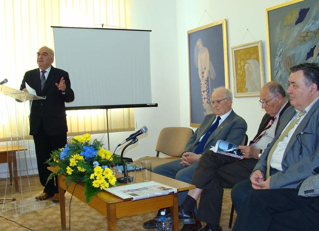 Fotocronica: Acad. Dimitrie Vatamaniuc aniversat la 90 de ani în cadrul Salonului Literaturii Române în Bucovina (1)