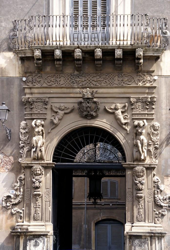Catania, Piazza Manganelli, Palazzo Manganelli