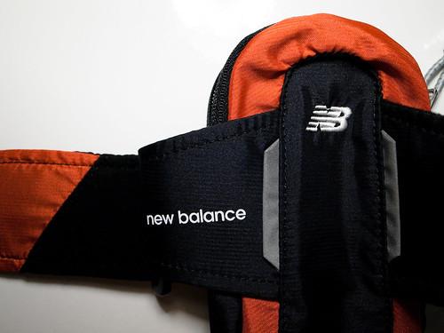 New Balance 腕に巻くバッグ iPhone4が入る