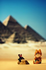 Short trip to Egypt! (ms holmes) Tags: cute animals cat landscape toy mouse miniature klein funny desert little small egypt figurines egyptian lustig surprise prints pyramids katze spielzeug gypten wste kindersurprise figuren maus niedlich ei berraschungsei pyramiden kinderberraschung challengeyouwinner thechallengefactory canoneos1000d canonef100mmf28lisusmmacro