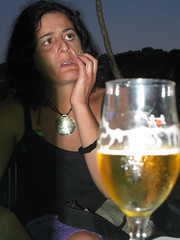 Avr chiuso il gas prima di uscire??? (tonitonim) Tags: girls people beer girl face eyes women sardinia hand drink witch birra occhio strega smorfie nuoro cugina pazza monella tonitonim