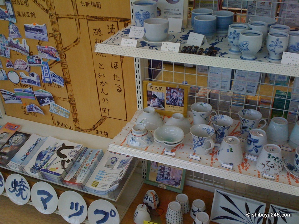 I was surprised to see pottery in the local convenience store at Tobe. Tobe is well known for its pottery crafts