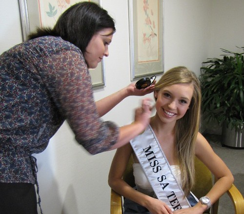 Mikaela having her make-up done by IMAN Cosmetics | Miss SA Teen 2010
