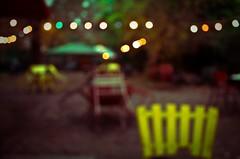 Rogyaszd a szemed (73/365) (pinterpi) Tags: colors yellow night canon project garden eos lights day bokeh days 365 este impression 450d fnyek pinterpi igenszndkosanhomlyos