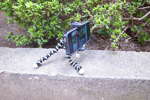 iPhone4をグネグネ三脚に固定