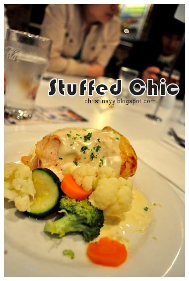 Christopher's Restaurant: Stuffed Chicken