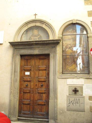 Detalle de puerta en el barrio medieval de Dante