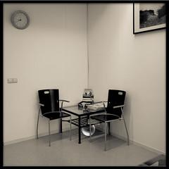 waiting-room corner seat (plattlandtmann) Tags: clock toned cornerseat s95