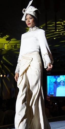 Islamic fashion festival 2010 - Jovan Mandagie (13)