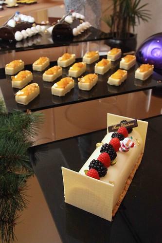 Hilton Xmas log cake 2010 - NYC