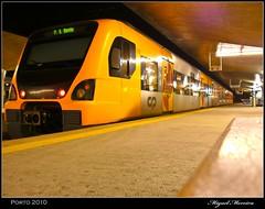 Comboio urbano do Porto (miguel m2010) Tags: urban portugal station night train s porto noite bento urbano aveiro comboio estacao camanha mygearandmepremium mygearandmebronze
