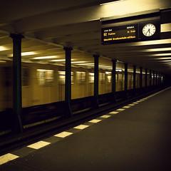 Berlin 5:37 AM (Alberto Sen (www.albertosen.es)) Tags: berlin germany underground subway metro alemania anden