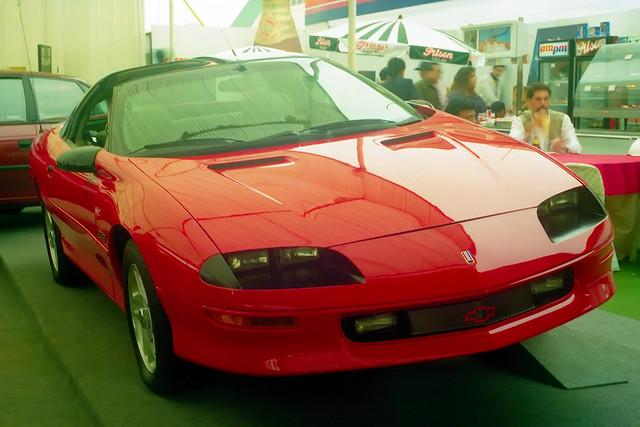 red jenna chevrolet film peru fuji lima superia 1996 camaro chevy 400 praktika motorshow carlzeiss tessar mtl3