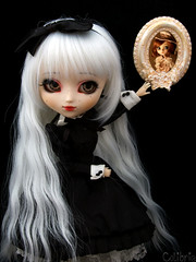 Colibrie | Pullip Kirsche Custom (Zoo*) Tags: red white black rouge doll noir pullip custom luts blanc custo cadre acrylique whitehair kirsche acryliceyes colibrie lutswig obitsu25cm sticaoutfit coolact