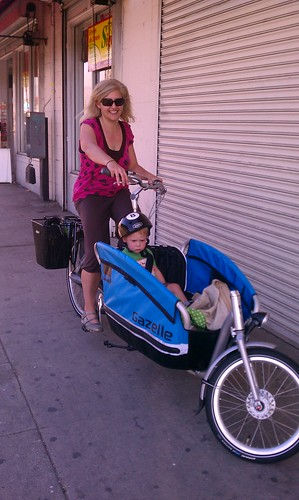 Test Riding a Gazelle Cabby at Flying Pigeon LA bike shop