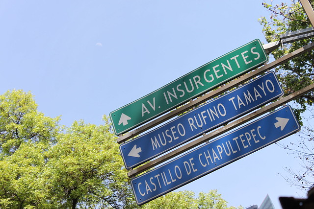 Letreros sobre la Av. Reforma