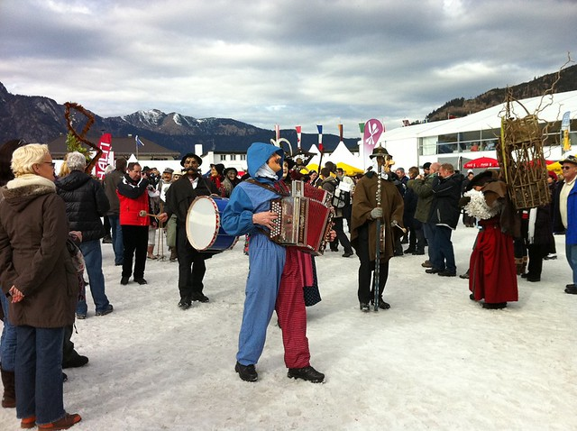 Trachtengruppe - Slalom Super-Kombi der Frauen am Gudiberg
