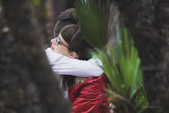 "A ""natural"" love (De Mi Ser) Tags: candid streetphoto streetportrait street city urban girl love embrace"
