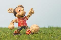 Mickey años 80 (mlorenzovilchez) Tags: mickey mickeymouse disney futbolista años80 muñeco juguete jugueteantiguo nikond7200 nikkor2470