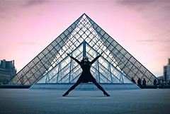Geometry: dancer and pyramid (Gael Varoquaux) Tags: louvrepyramid louvre pyramidedulouvre pyramid geometric abstract dancer paris sunset colors pink blue