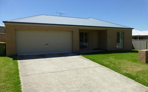 6 Wattle Way, West Albury NSW 2640