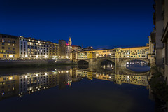 The medieval Ponte Vecchio bridge over the Arno River in Florence, Italy (Tim van Woensel) Tags: arno river florence old bridge stone closed spandrel segmental arch firenze tuscany italy italia palazzo vecchio blue sunset travel europe reflection reflections lights architecture cityscape