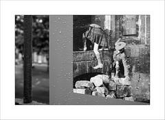 Se sauver ... pour survivre (Panafloma) Tags: 2017 arras artois fr france géographie hautsdefrance pasdecalais techniquephoto photoderue province streetphoto streetphotography