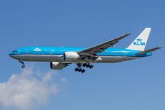Boeing 777-206 (ER) - KLM PH-BQC - AMS/EHAM Amsterdam Airport (Schiphol) (Frans Berkelaar) Tags: oudemeer noordholland nederland nl ams schiphol amsterdamairport aalsmeerderdijk aalsmeerderbrug eham vliegtuig airplane flugzeug avion avión aalsmeerbaan 18l36r klm airfranceklm koninklijkeluchtvaartmaatschappij boeing777206er boeing777 boeing phbqc olympusm40150mmf28 haarlemmermeer chichenitza