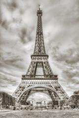 """Torre Eiffel"". ""Tour Eiffel"". (Capuchinox) Tags: torre tower tour eiffel paris francia france bw blancoynegro building monocromatico monocromatic monumento monument"