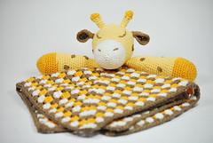 Mantita apego jirafa (La Borda del Crochet) Tags: amigurumis ganchillo dropssafran algodón crochet handmade mantaapego jirafa