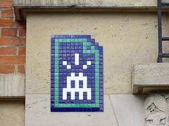 PA 1274 / Space Invader (avril 2017) (Archi & Philou) Tags: spaceinvader pixelart paris15 streetart mosaïque mosaic carreau tiles