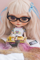 pancakes in bed (JennWrenn) Tags: blythe doll rainfable custom travellingblythedoll majime blythefest2017 breakfastinbed toshareornottoshare little kitten rement breakfast