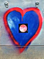 Heart (De Rode Olifant - slow - due to hand-surgery) Tags: nightshift thecommodores marjansmeijsters streetart nijmegen