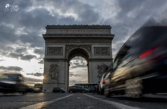 Arc de triomphe (lulo92) Tags: pais paris parigi arc de triomphe sunset sun sole tellow yellow giallo cloud cloudscapes car cars auto luci beauty wow viaggi aco arco
