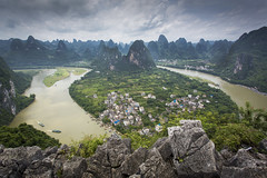 The Li River from Bird's View Pavilion in Xingping, China (Tim van Woensel) Tags: birds view pavilion xingping china travel yangshuo li river karst scenery lookout asia mountains landscape peak peaks north guangxi fishing village boats water heights guilin