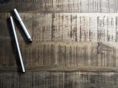 table_stock_pencil (AnteKante) Tags: stock minimalistisch rustikal lineal holz braun stockfotografie stift stilleben tisch