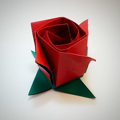 Kawasaki Rose with leaves (modular.dodecahedron) Tags: origamiflower toshikazukawasaki