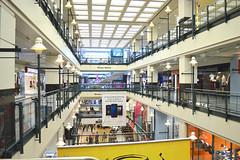 Centre commercial dans la ville souterraine