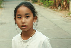 looking off into the distance (the foreign photographer - ฝรั่งถ่) Tags: young girl looking away bangkhen bangkok thailand canon
