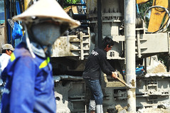 Just whack it (Roving I) Tags: workmen workers whacking sledgehammers hitting drillshafts constructionsites conicalhats facemasks differentialfocus projects machines machiners drills staff danang vietnam