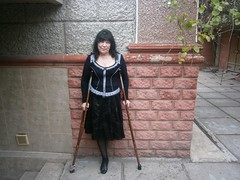 amp-1364 (vsmrn) Tags: amputee woman crutches onelegged